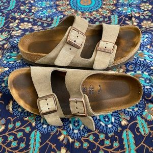 Birkenstock Arizona Soft Footbed in Suede Leather